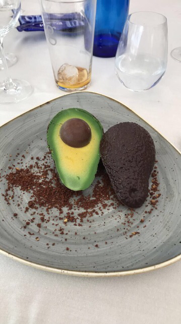 Mouse chocolate con falso aguacate