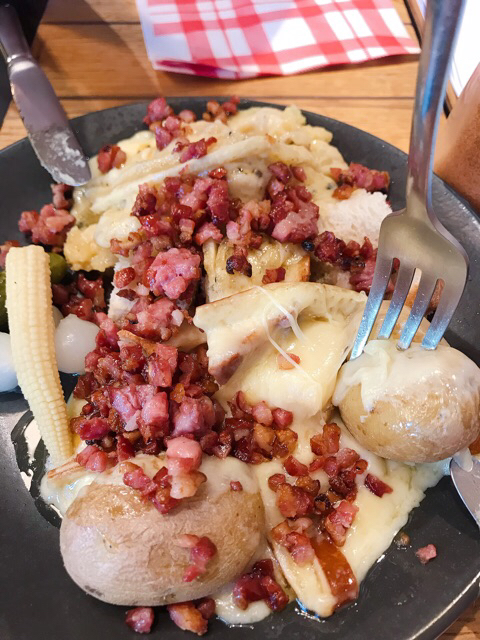 Raclette doble con queso ahumado, bacon y trufa