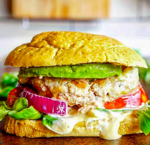 Burger de pollo con camembert