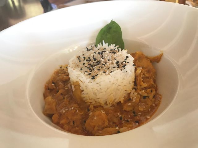Curry de pollo con arroz basmati