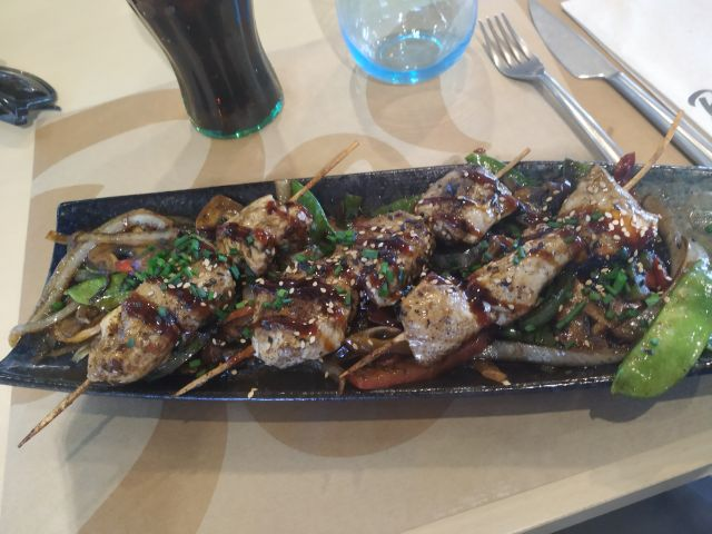 Brochetas de pollo teriyaki