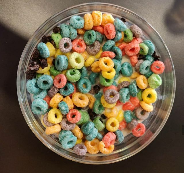 Fruit loops con Oreo y leche vegetal