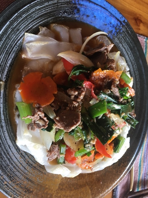 Soft-crispy noodles with garlic beef and vegetables