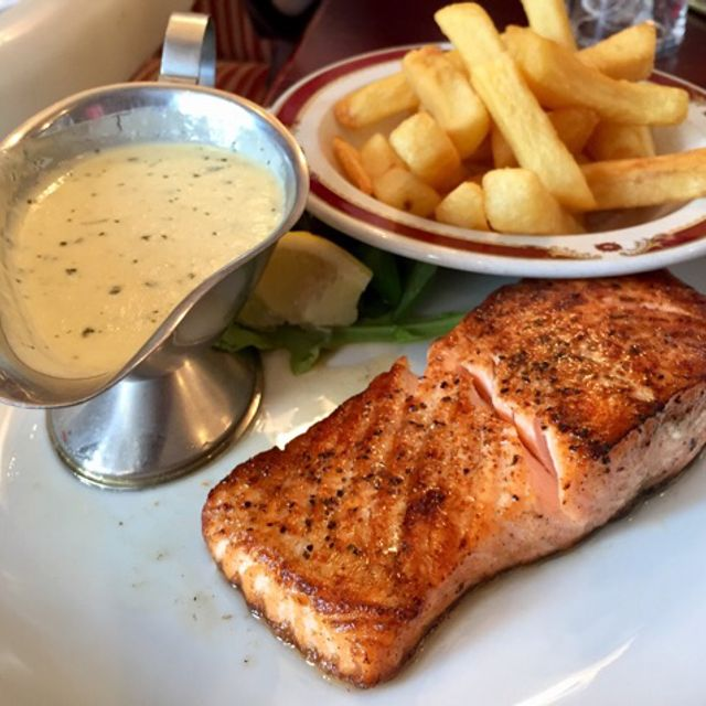 Grilled Atlantic Salmon with parsley sauce